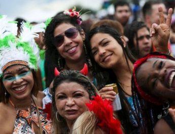 Vejas as maneiras de evitar e combater o assédio neste Carnaval